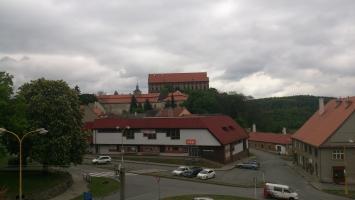 Výhled na zámek Plumlov z okna samostatného apartmánu