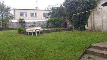 Zahrada s možností dalšího posezení pod širým nebem a volnočasové aktivity