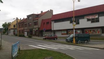 Obchodní centrum a příjezdová cesta ze směru Prostějov