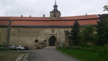 Příchozí cesta k zámku Plumlov - čelní pohled