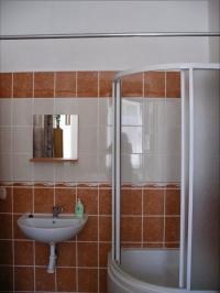 Sprchový kout v rámci samostatného apartmánu